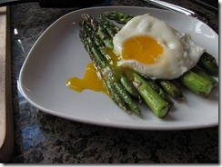 fried_egg_over_asparagus