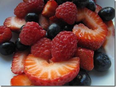 Strawberry_blueberry_raspberry_salad
