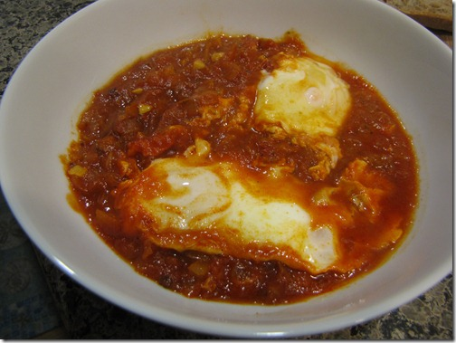 poached_eggs_in_tomato_sauce