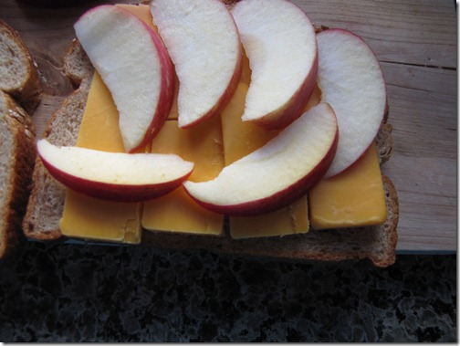 cheese_apple_bread