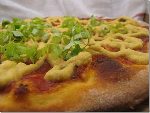 pizza_vegan_cashew_cheeze_basil_closeup
