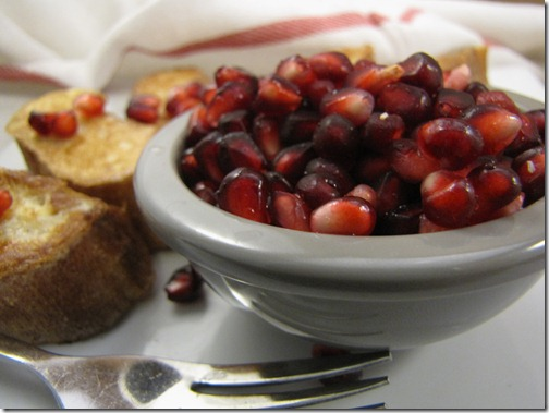 pomegranate_arils_grey_bowl
